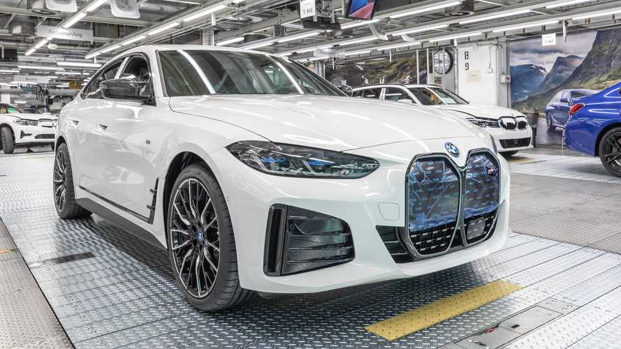 El primer BMW i4 de producción sale de fábrica