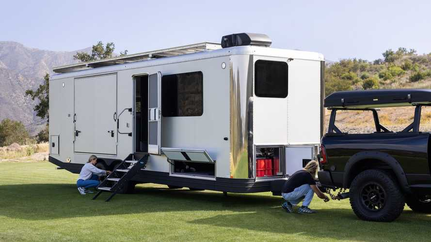 Living Vehicle presenta la caravana Pro-EV con mucha energía