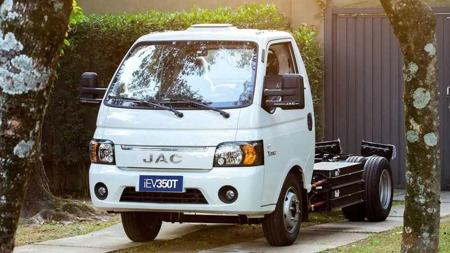 JAC lança caminhão elétrico urbano iEV350T no Brasil; veja preço