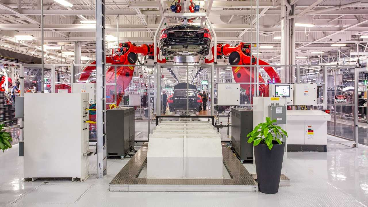 Завод Tesla во Фримонте