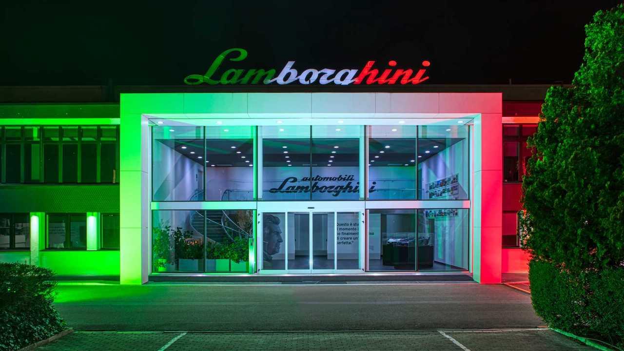 Lamborghini, dalle supercar alle mascherine