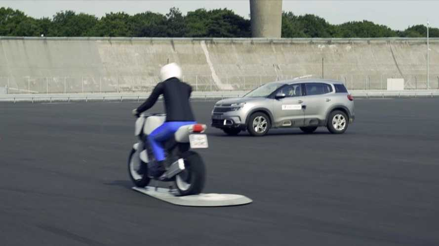French Firm Tests Vehicle-To-Everything System For Motorcycle