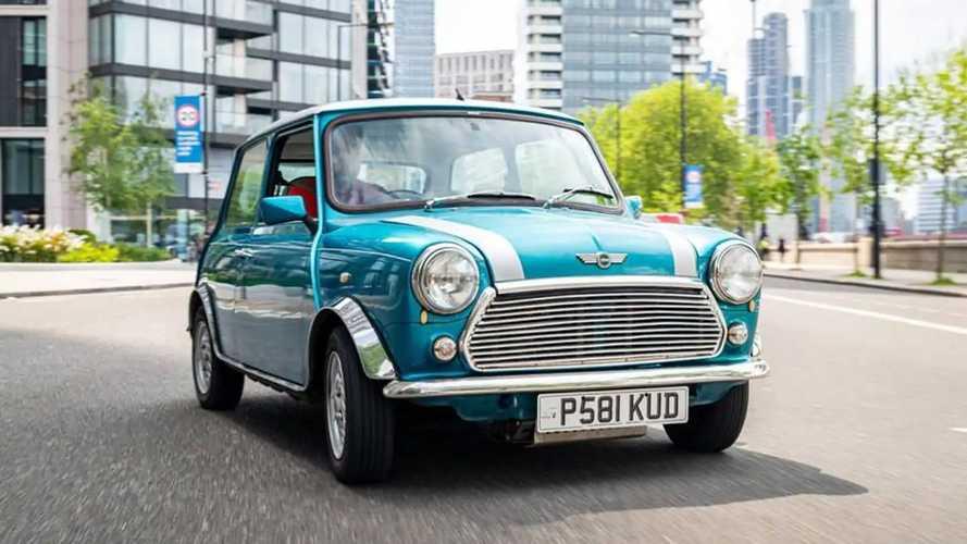 Mini Cooper clássico se torna 100% elétrico com motor da Nissan