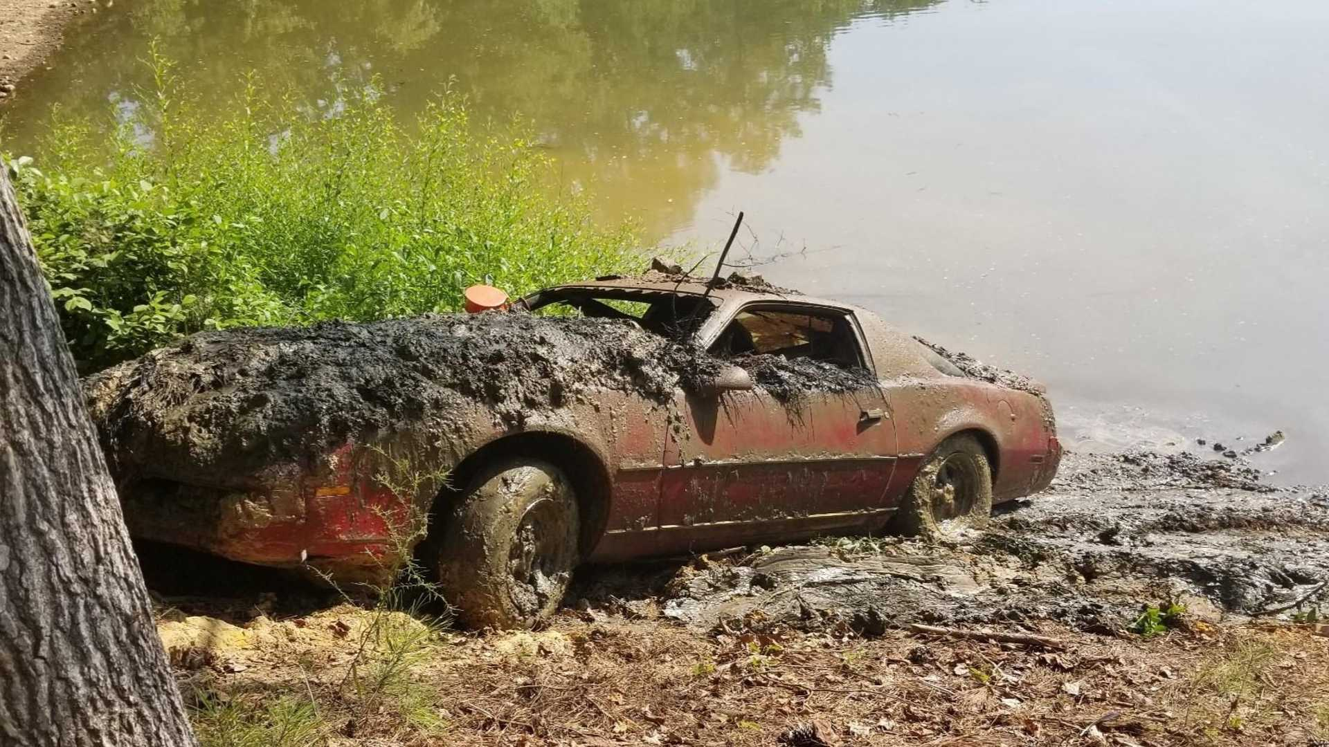 "[""1983 Pontiac Firebird Discovered In Lake 30 Years After Its Theft""]"