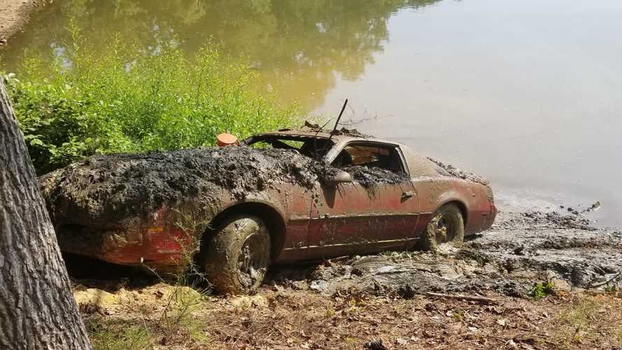 1983 Pontiac Firebird Found In Lake 30 Years After Its Theft