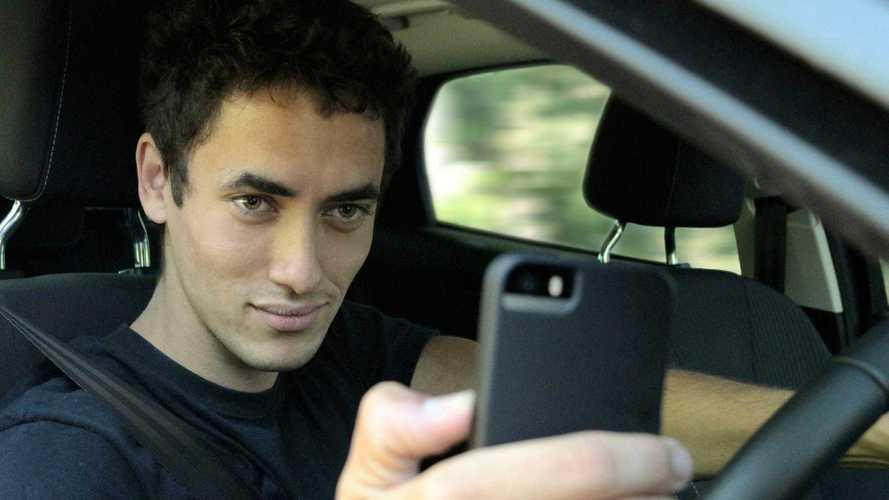 Aunque lo sabes, no va mal recordarlo: el móvil es peligroso al volante