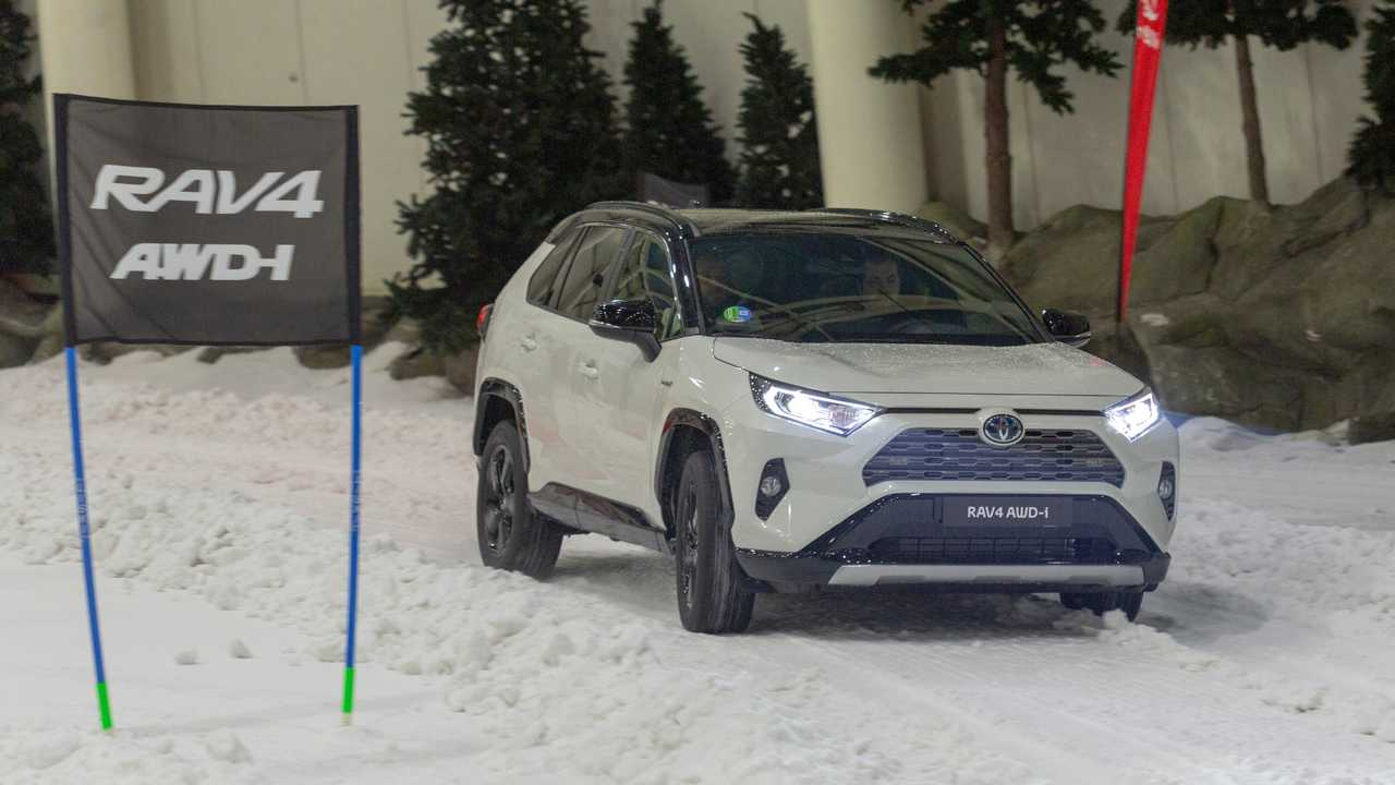 Toyota RAV4 y Prius AWD-i 2019