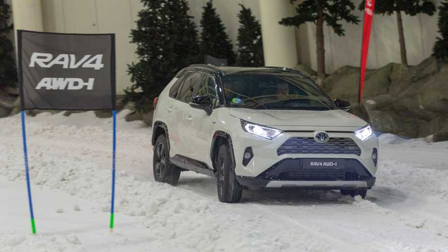 Toyota RAV4 y Prius, llegan a España las versiones 4x4