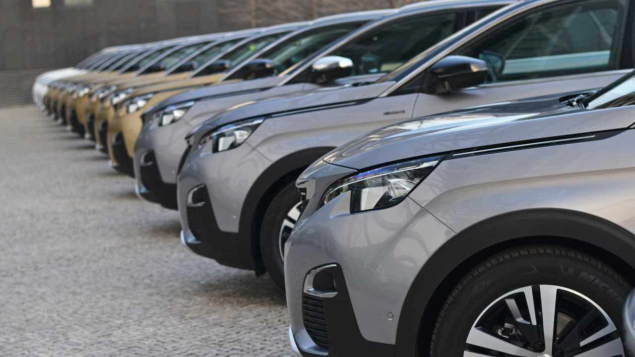 Peugeot 5008 parked in a row on the street