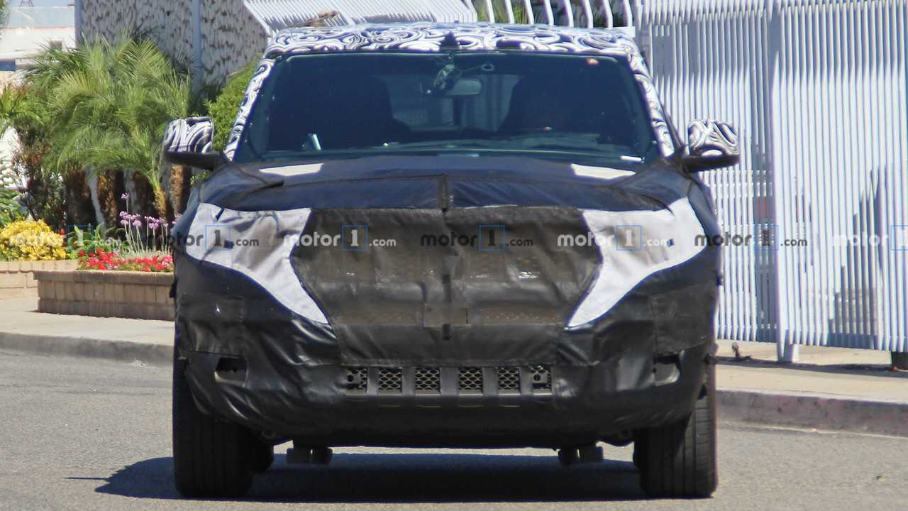 2021 Jeep Grand Cherokee Spy Photo 9 of 13 | Motor1.com Photos