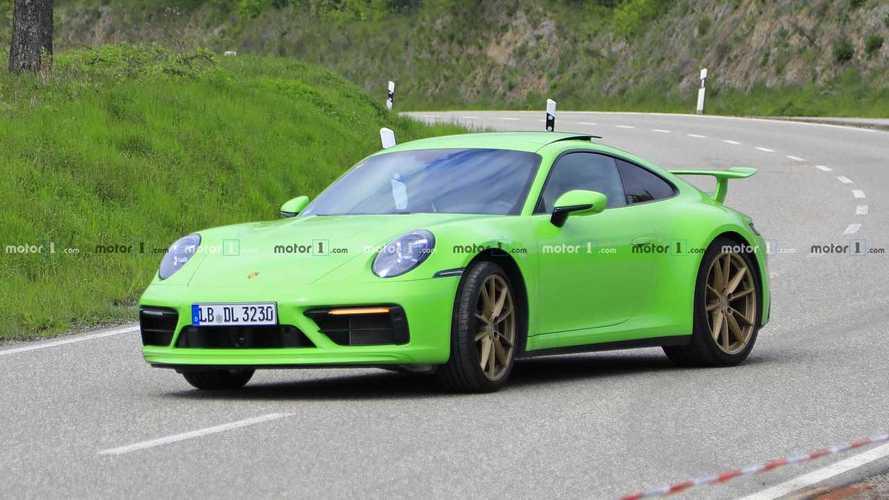 Nuova Porsche 911, le foto spia di uno strano prototipo
