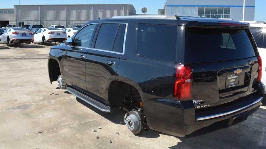Hırsızlar ABD'de bir Chevrolet bayisinden 124 adet lastik çalmış