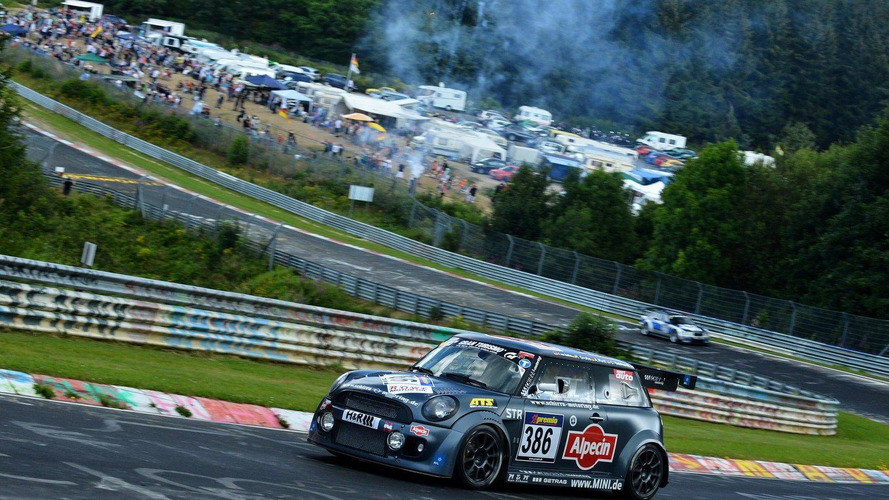 'The fastest MINI Race Car' on the Nürburgring Nordschleife [video]