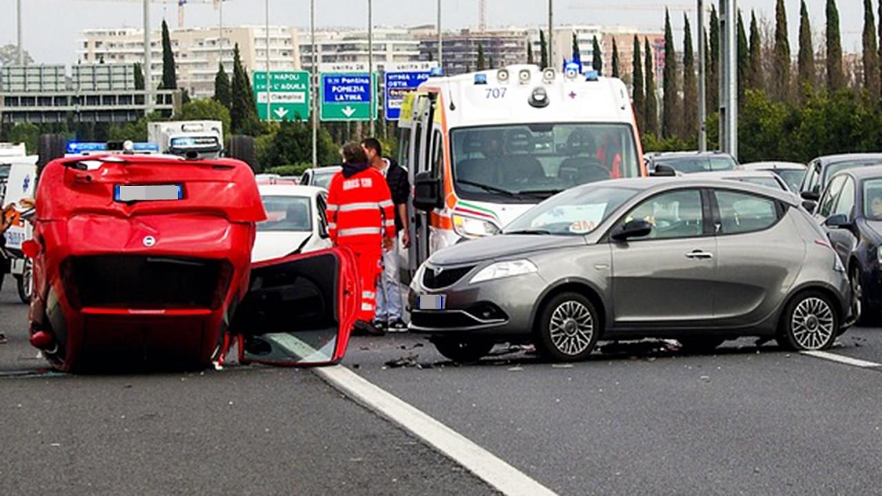 [Copertina] - Incidente in auto, non aspettare i soccorsi è reato