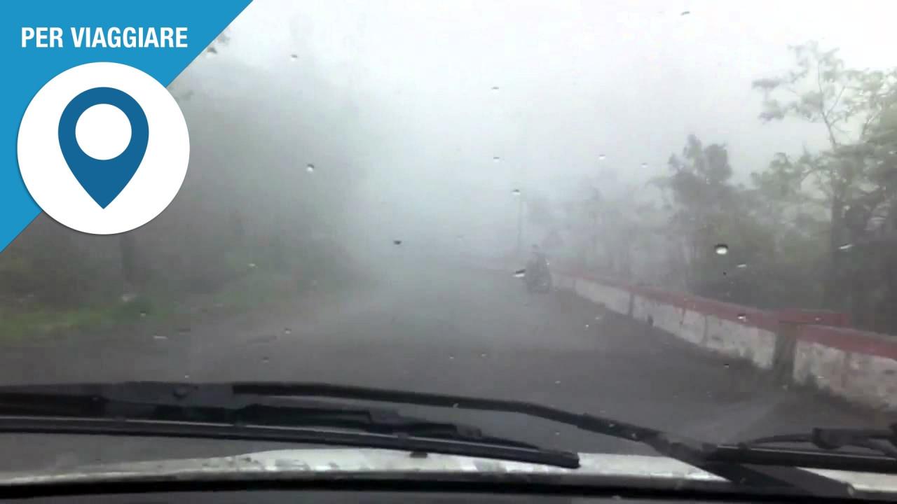 [Copertina] - Pioggia e nebbia in arrivo, le regole in auto
