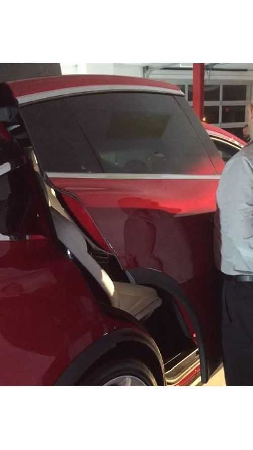 This Is What Happens When A Tesla Model X Falcon Door Bumps An Object When Opening - Video