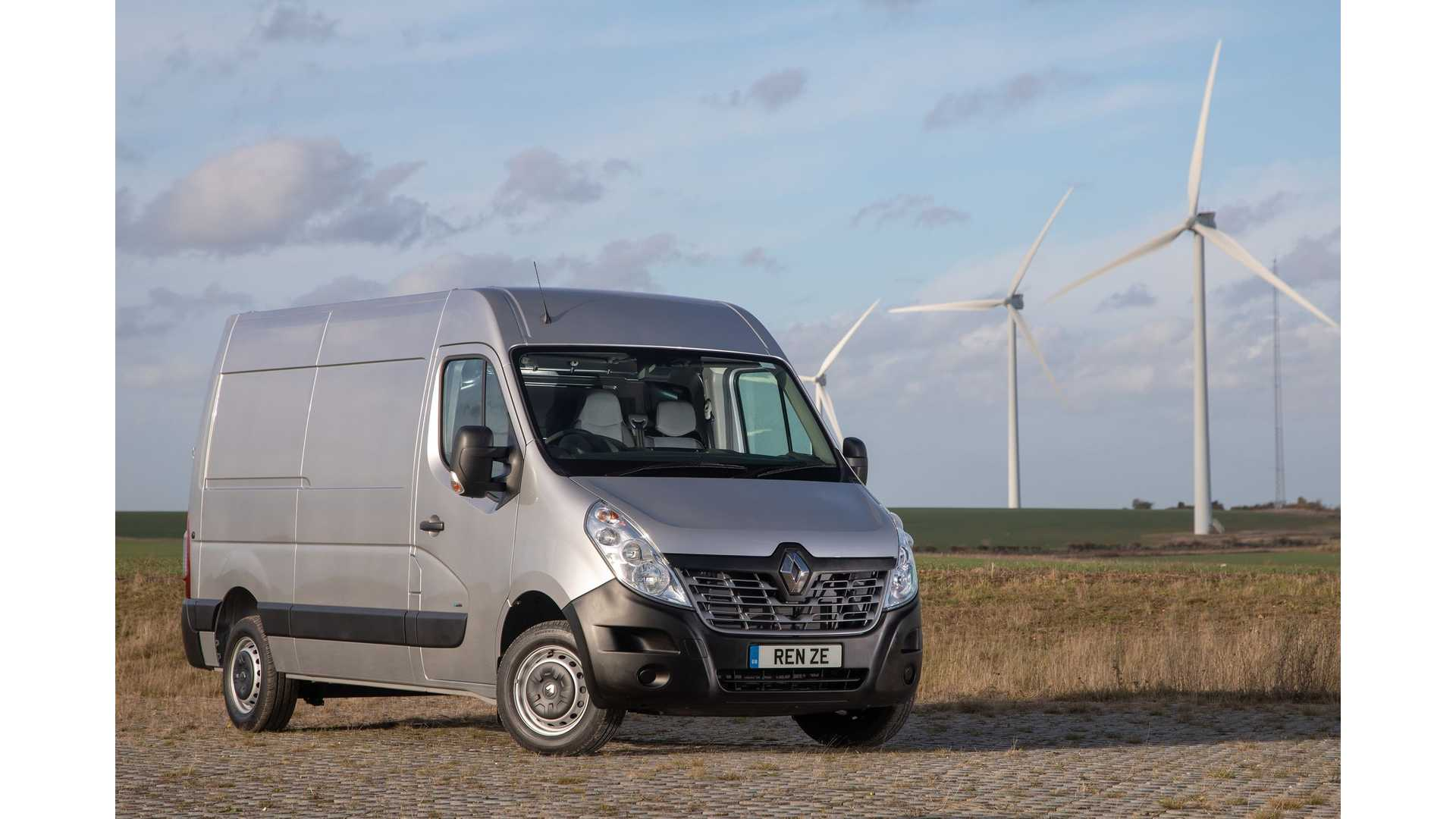 4a87e0c8e1d936 Renault Master Z.E. Electric Van Enters The UK