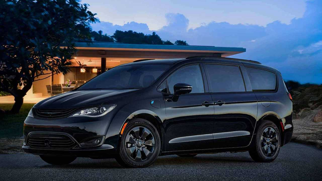 Chrysler Pacifica Hybrid Goes Dark With Black S Appearance Package