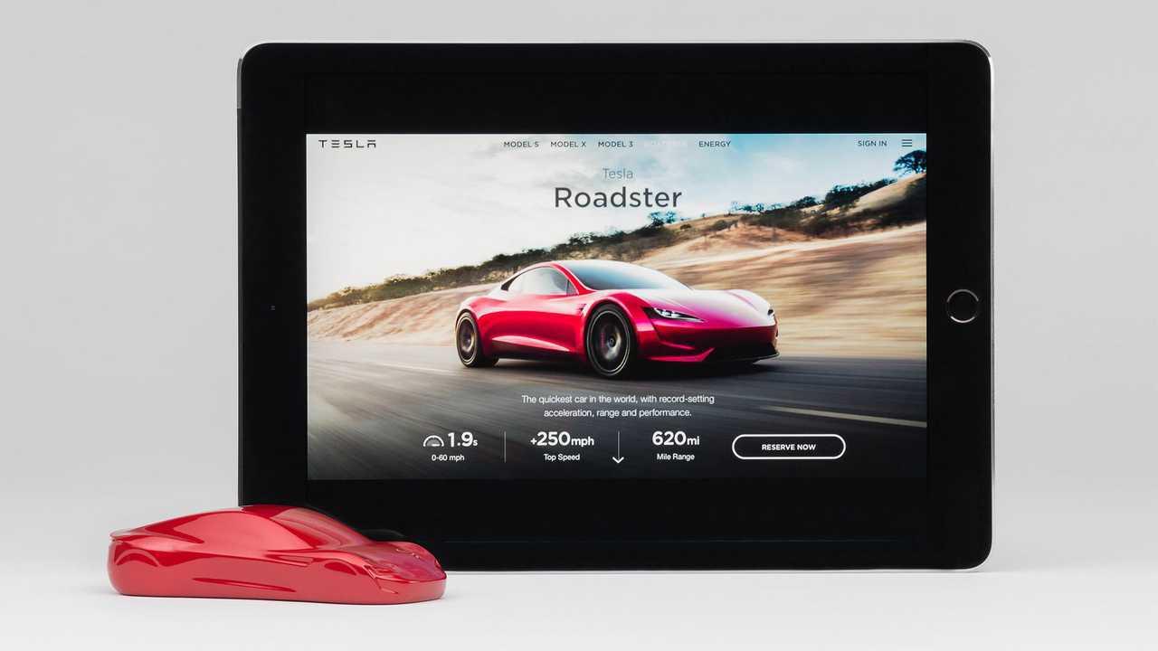 Tesla-Roadster-Sculpt---With-iPad-2_resize-copy
