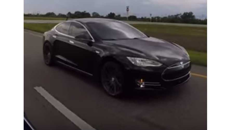 Tesla Model S P90D Ludicrous vs Tesla Model S P85D Insane - Drag Race Video