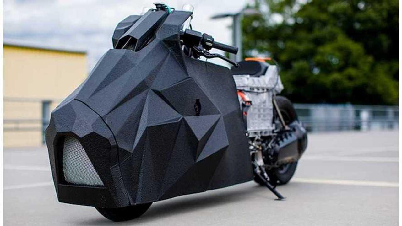 BMW C Evolution Electric Scooter Hides Under Batman-Like Exterior