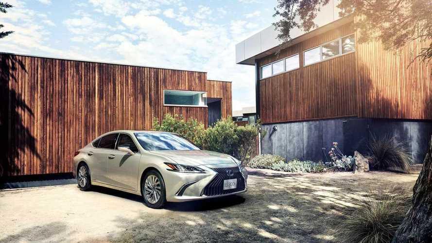 Lexus ES, dijital yan aynalara sahip ilk seri üretim otomobil oldu