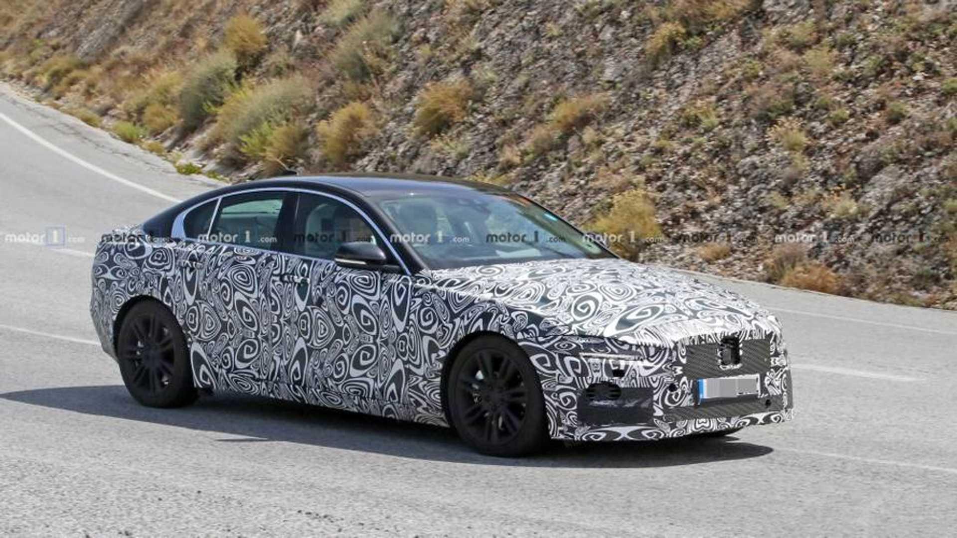 2019 - [Jaguar] XE restylée  Jaguar-xe-facelift-spy-photo