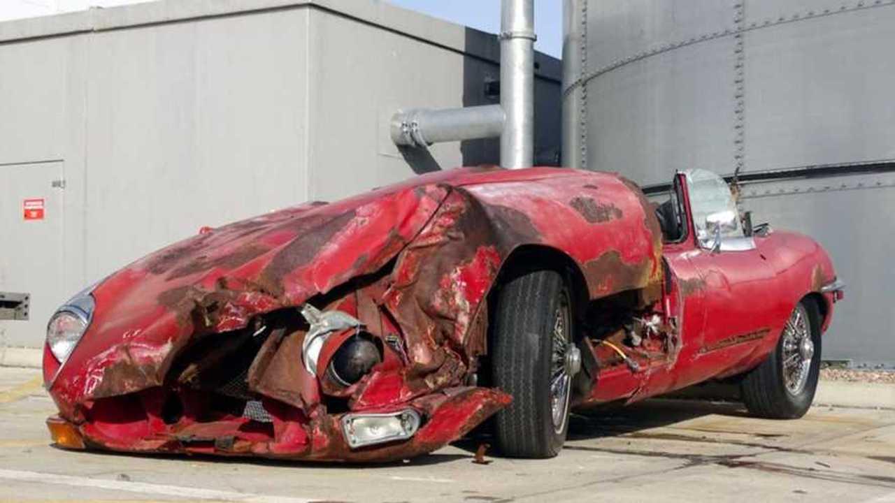 Jaguar XKE accidentée
