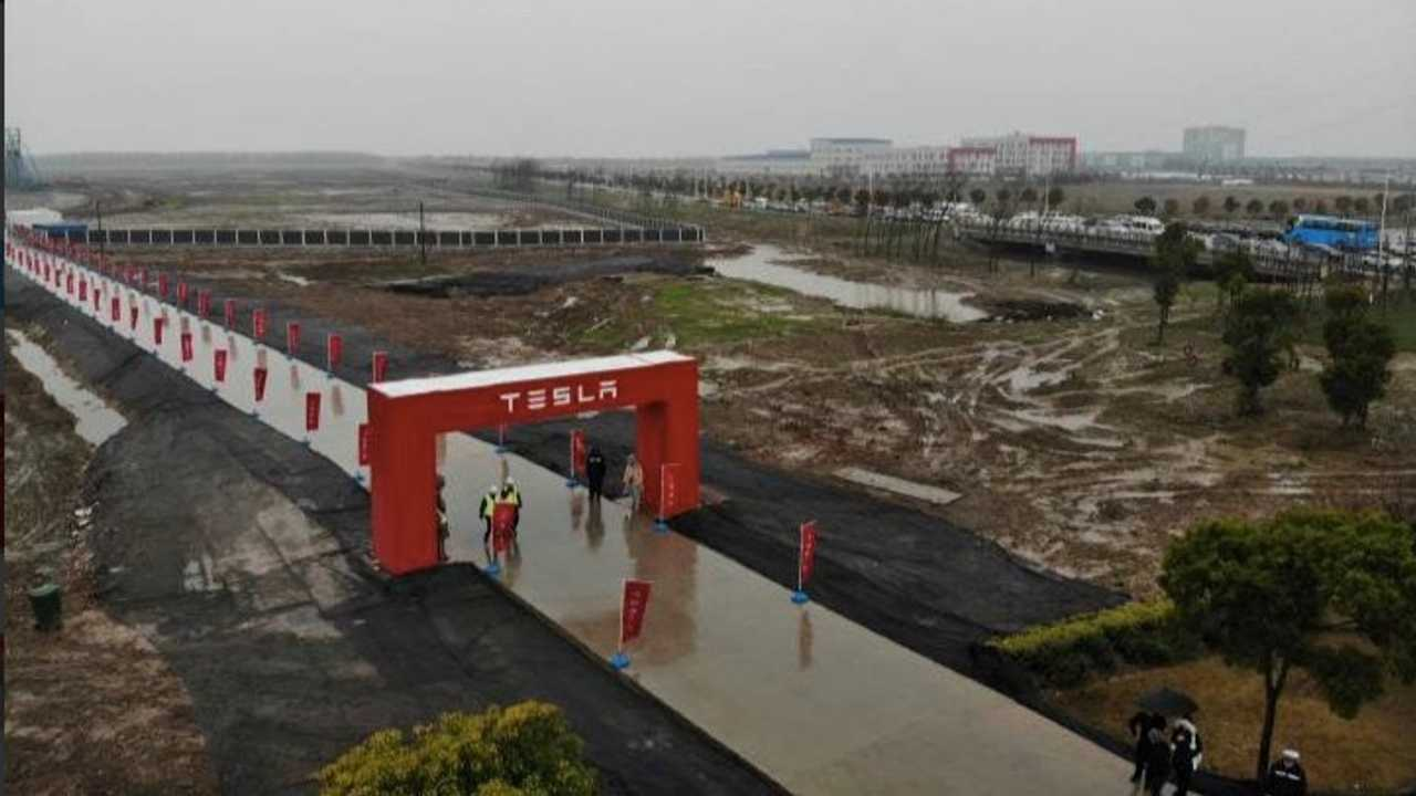 Tesla Shanghai Production Hits New Record Despite Coronavirus Slowdown