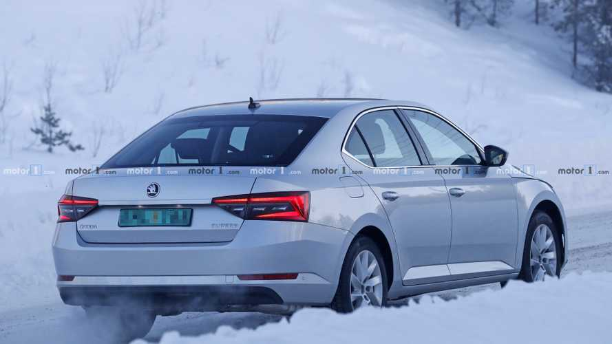 Skoda Superb 2019 restying, fotos espía