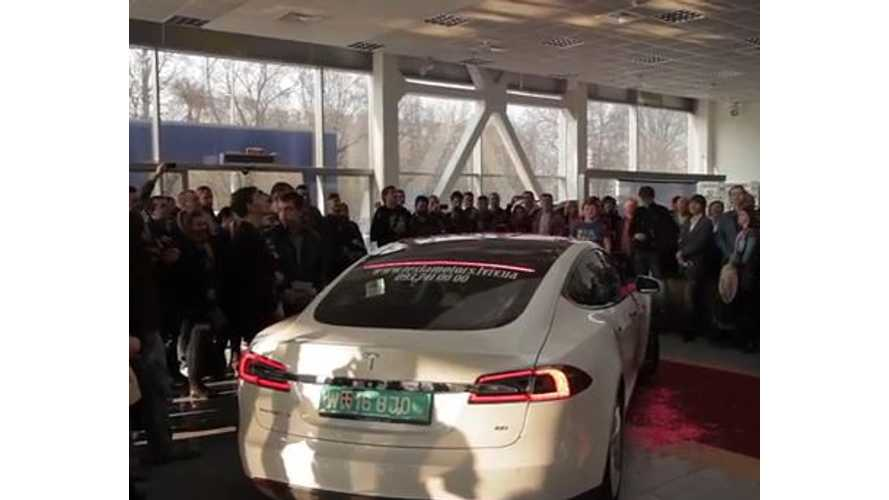 Tesla Model S Draws Massive Crowd in Ukraine - Video