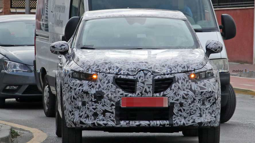 2020 Renault Captur plug-in hybrid spy photos