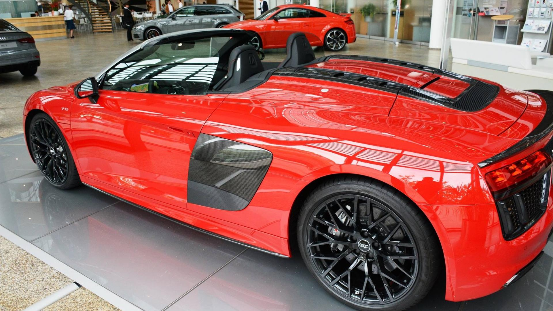 Audi R8 Spyder V10 Plus Ad Might Make You Dizzy