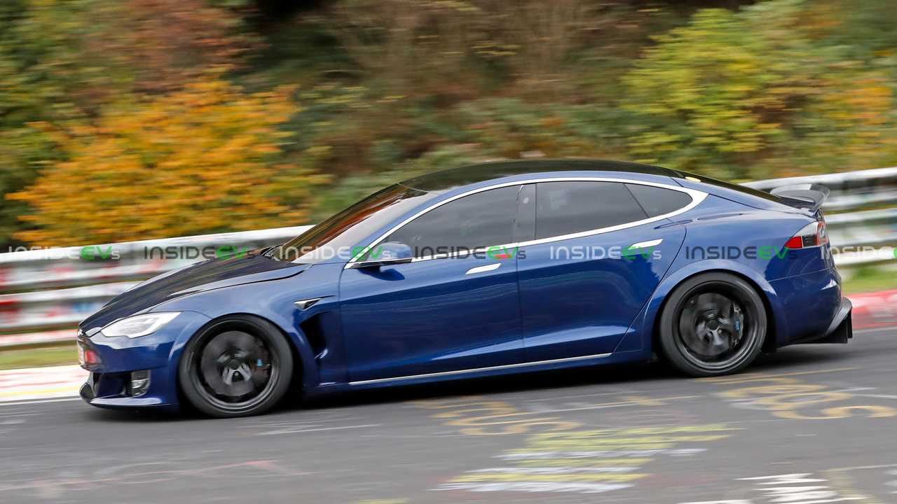 Tesla Model S à carreaux espionné