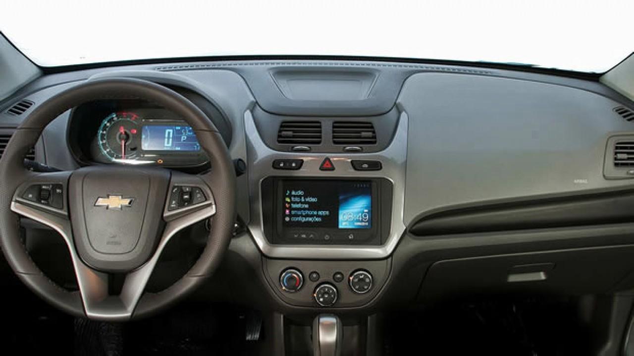 Chevrolet Cobalt 2015 chega com TV digital como opcional