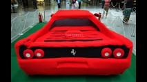 Vovó que fez: Uma Ferrari feita de crochê