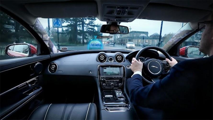 """Jaguar Land Rover terá colunas """"transparentes"""" e navegação """"Siga-me"""""""