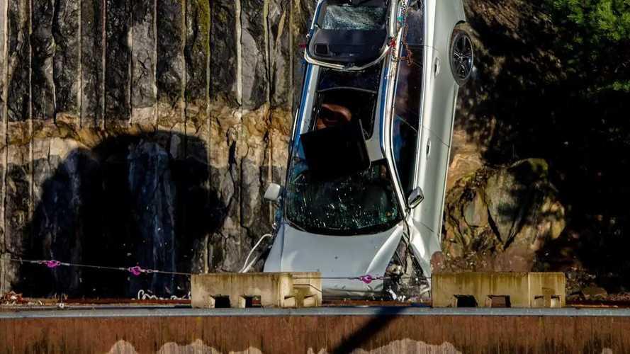 Volvo lässt Autos aus 30 Meter Höhe fallen