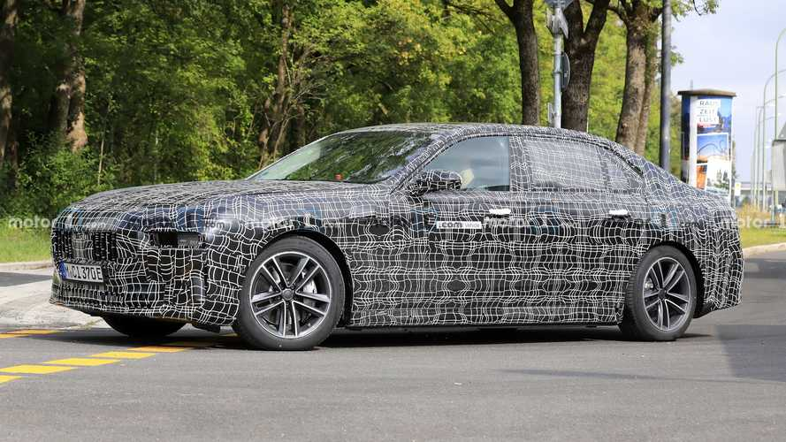 BMW i7 Electric Sedan Spied Again While Testing