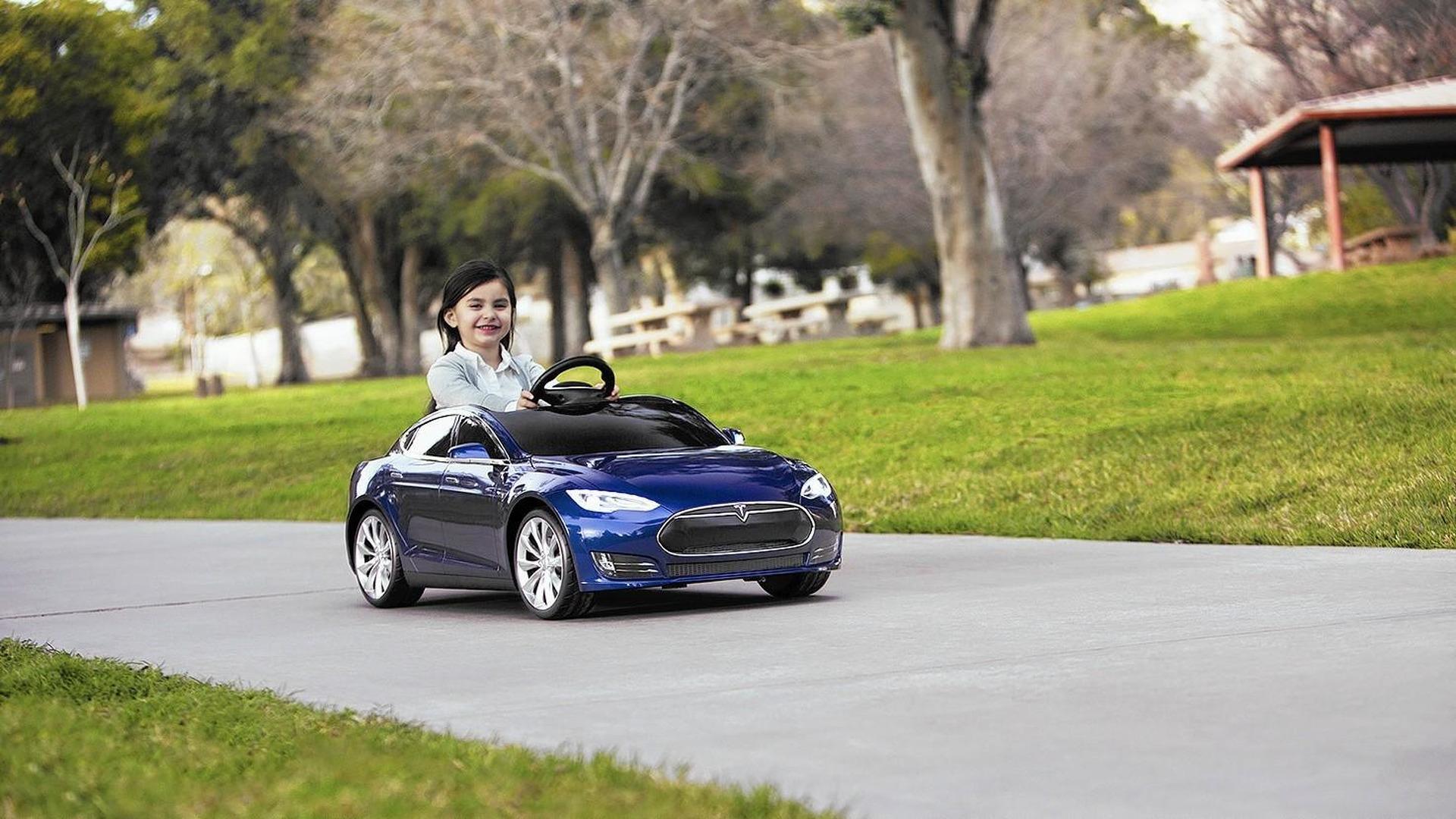 Enfants Ont Les À S Droit Tesla Model Maintenant Leur Vidéo BeWrxoCd
