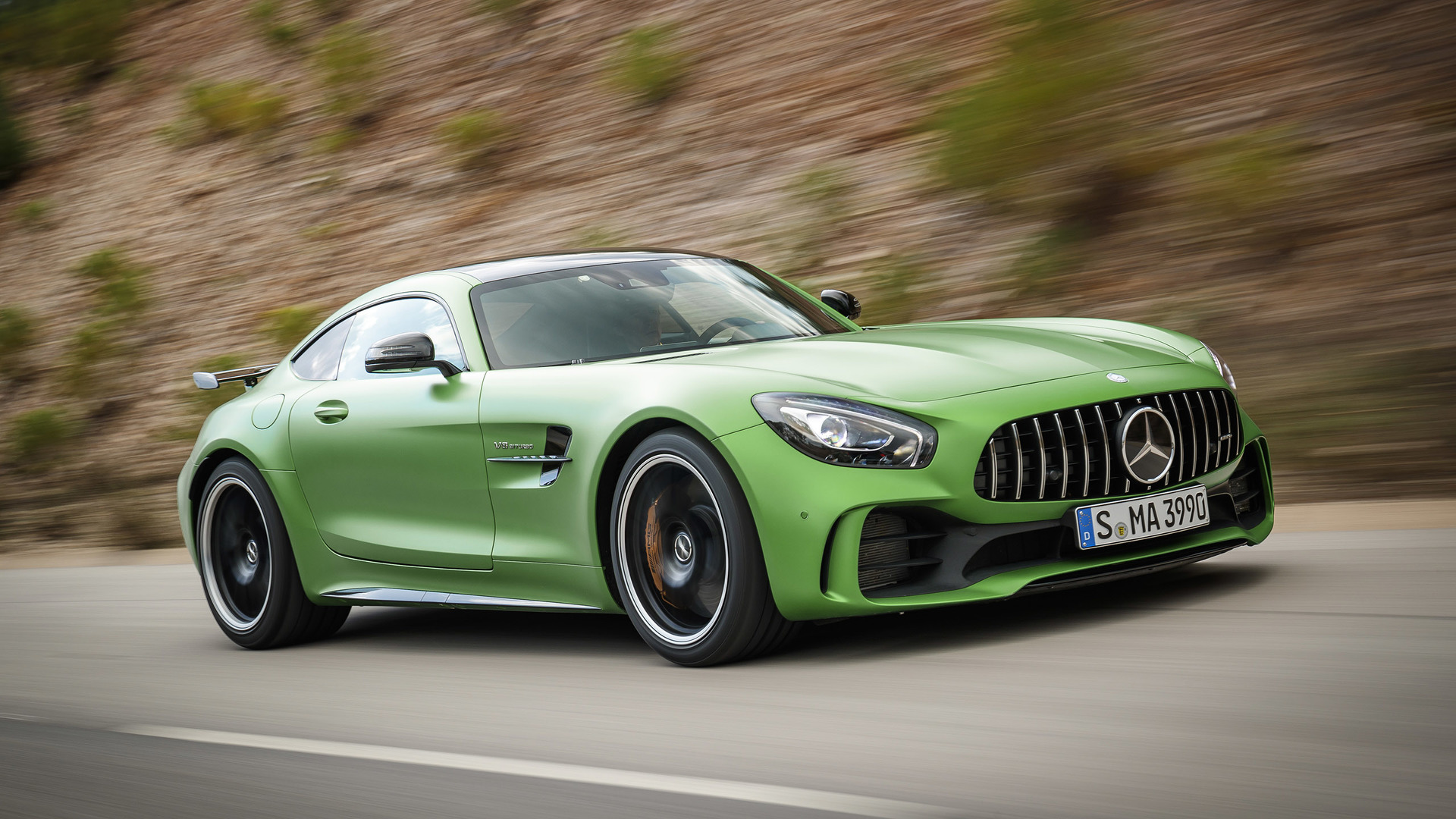 84030a666fb05f 2018 Mercedes-AMG GT R First Drive  The green monster of your dreams