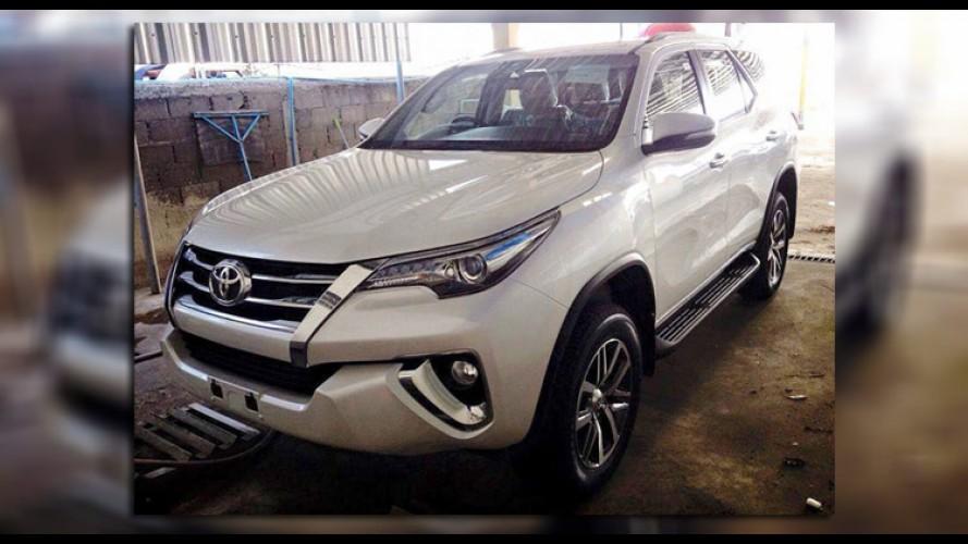 Flagra! Novo Toyota SW4 2016 aparece mais uma vez antes de estreia