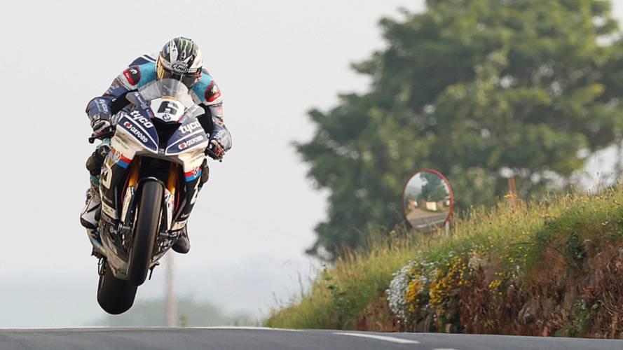 Isle of Man TT: Dunlop Dedicates Superbike Win to Kneen