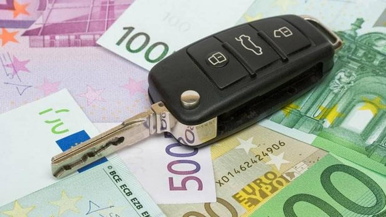 Bollo e superbollo auto, come si calcola dove si paga