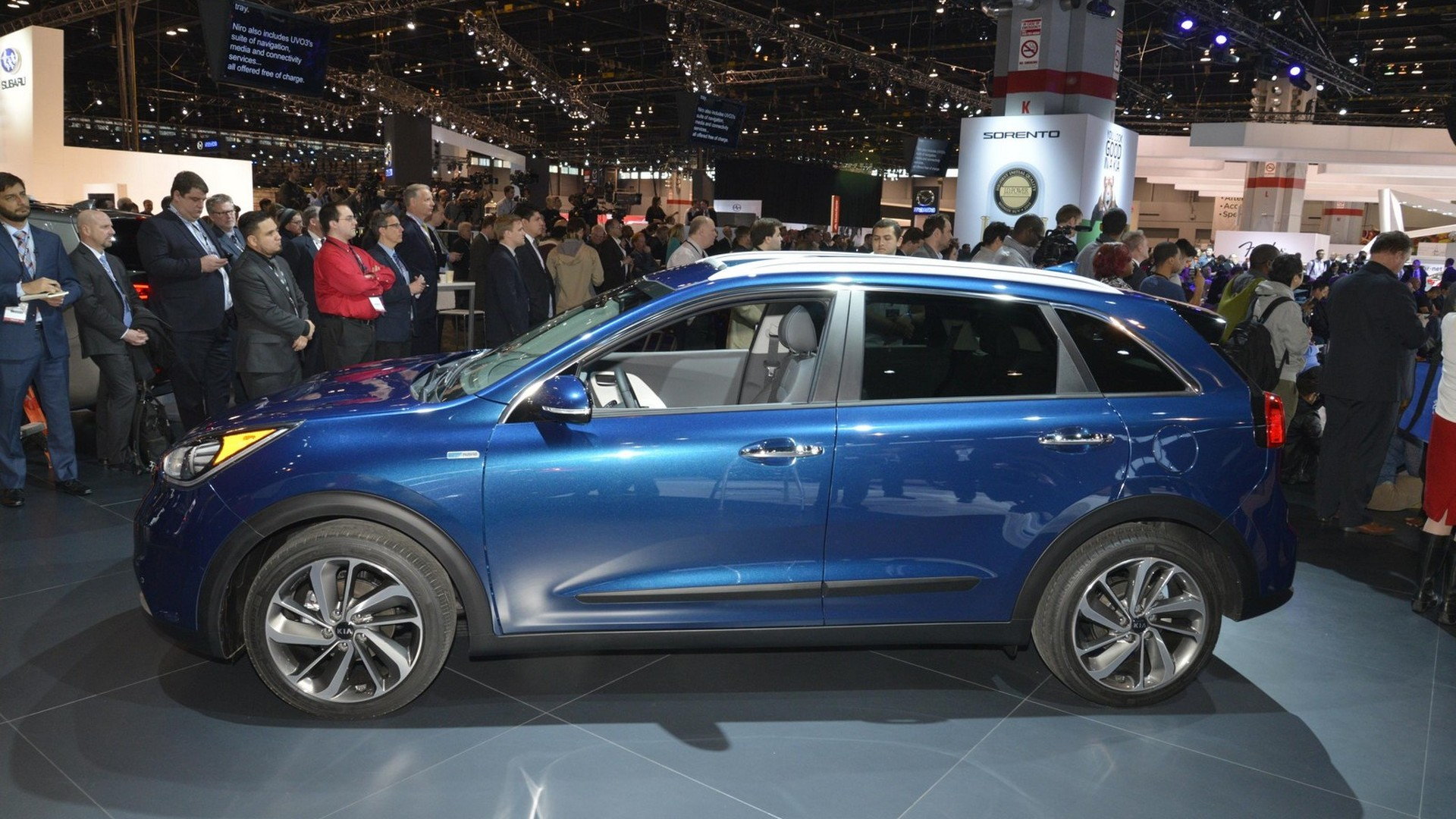 2017 Kia Niro Hybrid unveiled [video]