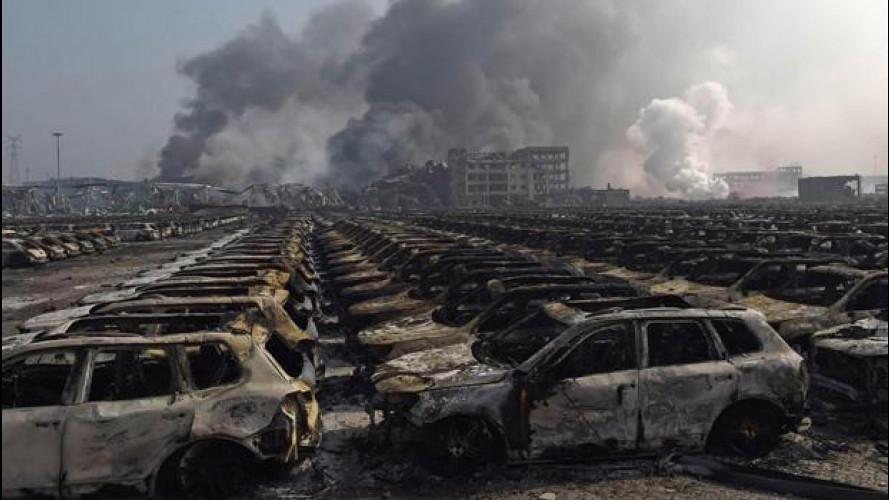 [Copertina] - Esplosione a Tianjin, 112 morti e 8.000 auto distrutte