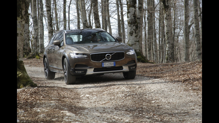 Volvo Cross Country, tutto sulla trazione integrale [VIDEO]