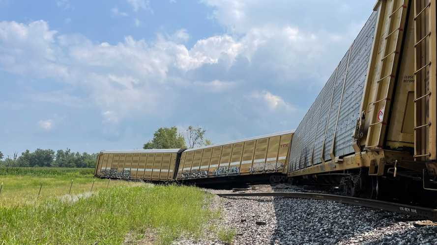 Train Carrying Ford F-150s And Transits Derails In Missouri