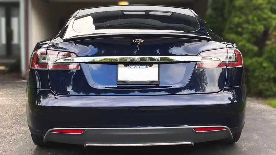 Tesla Model S con motore guasto a causa della pioggia