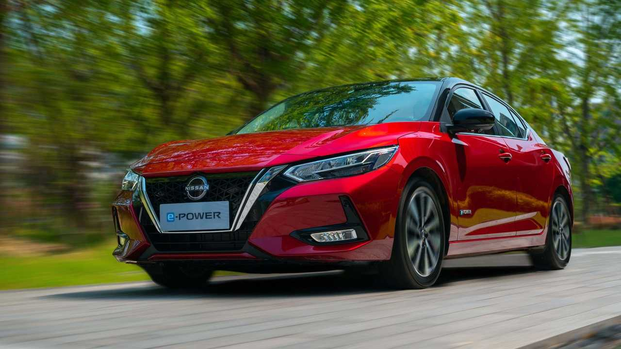 Nissan Sentra e-Power hibrido - estrada